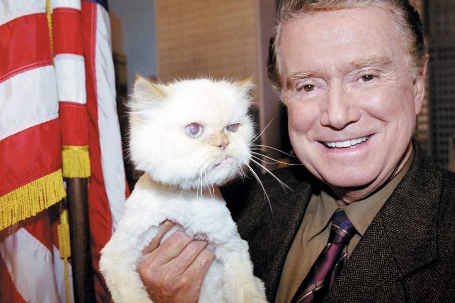 NEW YORK - SEPTEMBER 12: Television personality Regis Philbin poses with his pet cat Ashley at the Live with Regis and Kelly Studio September 12, 2002 in New York City. (Photo by Animal Fair Media/Getty Images)