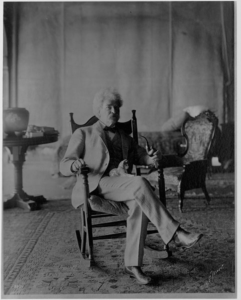 Mark Twain Holding Cat on Lap (Photo by Library of Congress/Corbis/VCG via Getty Images)